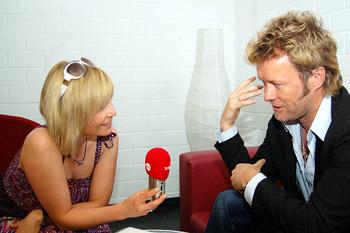 Schnappschuß mit Magne bei einem Interview mit a-ha., Interview, Michaela Schaffrath, Internet, Website, Schauspielerin, a-ha,