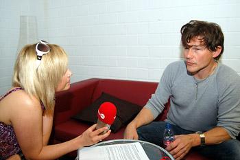 Schnappschuß mit Morten bei einem Interview mit a-ha. Interview, Michaela Schaffrath, Internet, Website, Schauspielerin, a-ha,