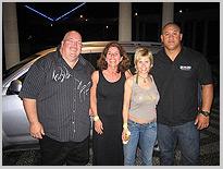 Abschiedsfoto mit den Bodyguards, Dschungel-Camp, Michaela Schaffrath, Schauspielerin, Moderatorin, Australien, Internet, Website, Bilder, Eindrücke