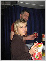 Kleiner Snack mit Eike an der Bordbar, Dschungel-Camp, Michaela Schaffrath, Schauspielerin, Moderatorin, Australien, Internet, Website, Bilder, Eindrücke